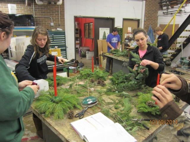 FFA Horticulture Class creating center pieces